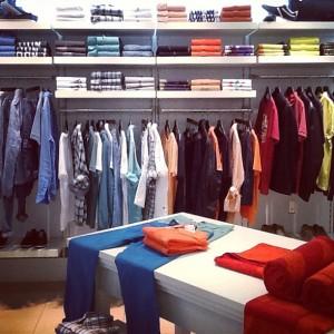 Uma das atividades da Camila, o Visual Merchandising.