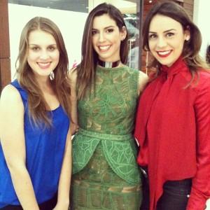 Com a blogueira Camila Coutinho em um evento de moda.