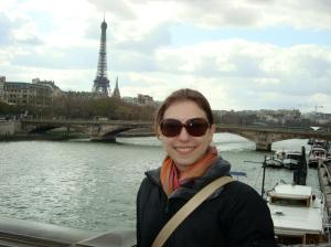 Um dos maiores hobbies da Estela é viajar, esta foto foi em Paris em 2009.