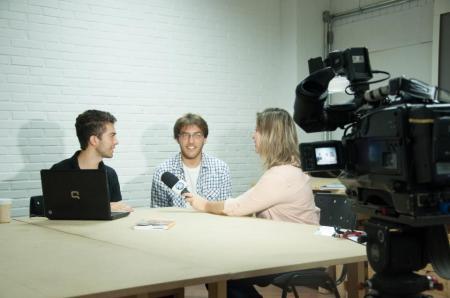 O Fernando e o Daniel em uma entrevista sobre a Quíron.