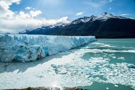Fotografia do Leonardo no Glaciar Perito Moreno, em Ushuaia, Argentina.